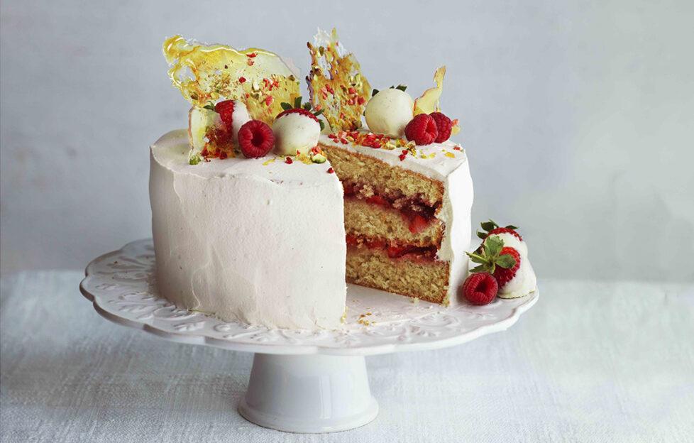 Strawberry Pimms Cake