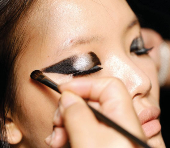 Sci-fi winged eye makeup tutorial