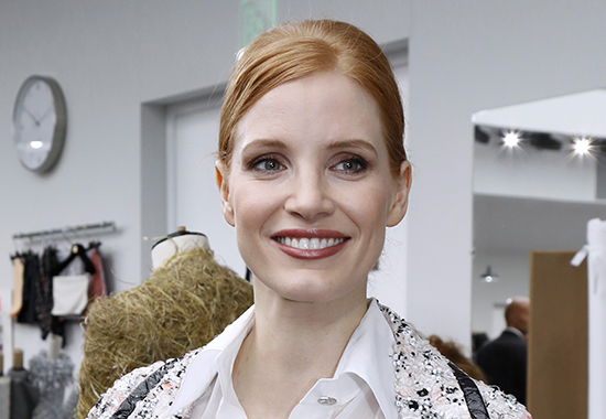 US actress Jessica Chastain poses before the Chanel 2016-2017 fall/winter Haute Couture collection fashion show on July 5, 2016 in Paris. / AFP / FRANCOIS GUILLOT (Photo credit should read FRANCOIS GUILLOT/AFP/Getty Images)