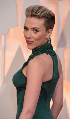 Scarlett Johansson on the red carpet for the 87th Oscars February 22, 2015 in Hollywood, California. AFP PHOTO / MARK RALSTON (Photo credit should read MARK RALSTON/AFP/Getty Images)