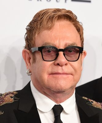 Sir Elton John attends the 15th Annual Elton John AIDS Foundation An Enduring Vision Benefit at Cipriani Wall Street on November 2, 2016 in New York City. / AFP / ANGELA WEISS (Photo credit should read ANGELA WEISS/AFP/Getty Images)