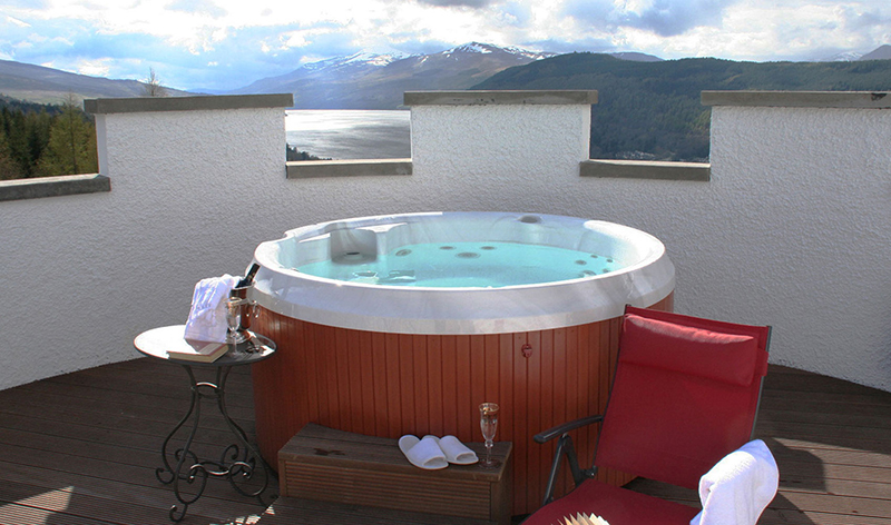 The White Tower Of Taymouth Castle Hot Tub Scotland