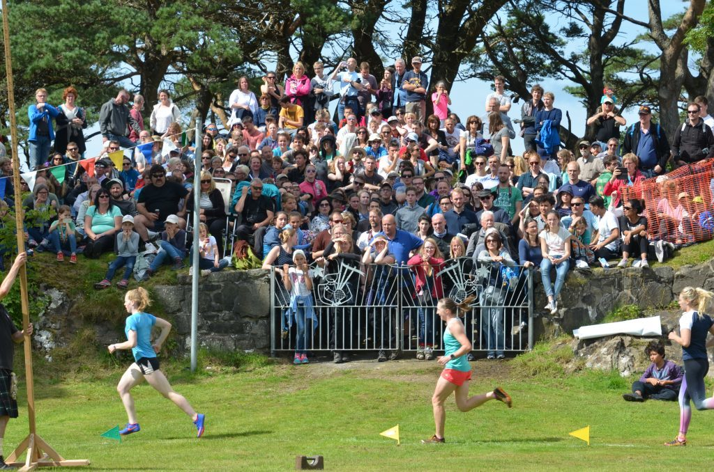 The sun came out for the crowds during the women's race. F33 Skye Games 15NO. Photo: Sara Bain.