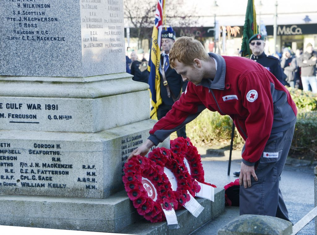 Robbie MacKay lays a wreath on behalf of the British Red Cross. IF F46 Remembrance Fort 06. Photo: Iain Ferguson, the Write Image.