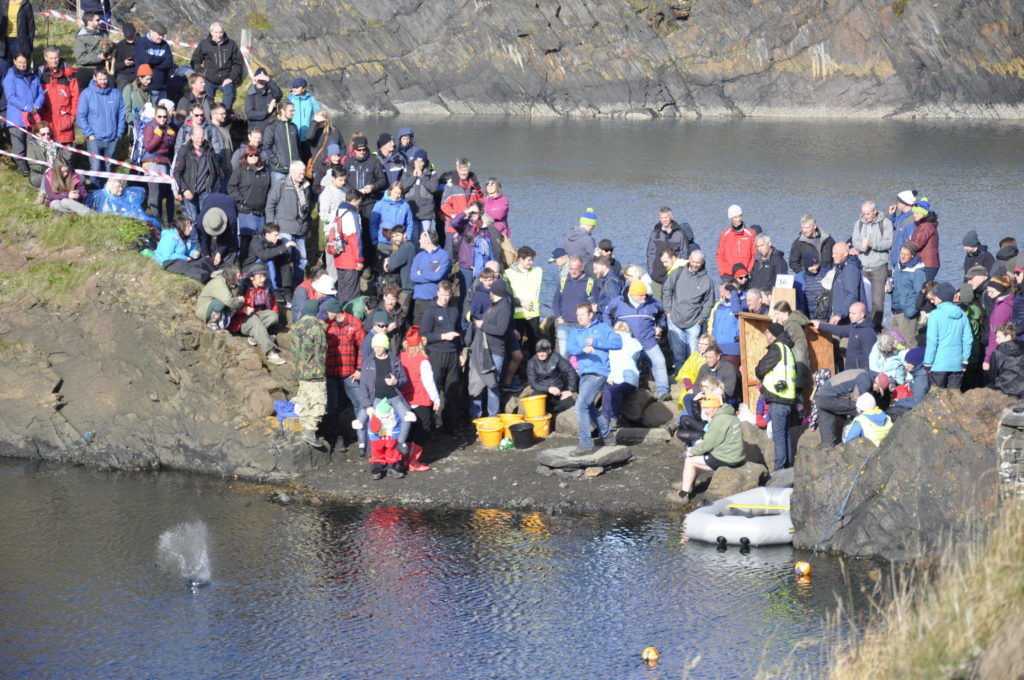 There were around 350 people who took part in the competition. 17_T39_StoneSkimming04