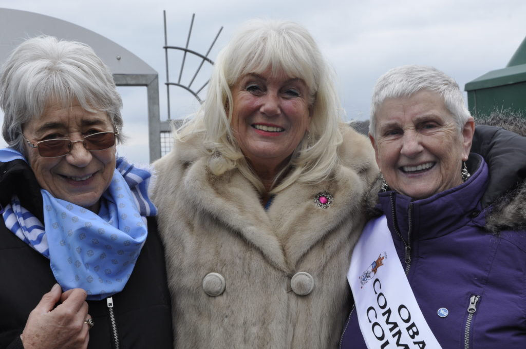 Councillor Elaine Robertson, left, and Oban community council champion Marri Malloy, right, with cruise ship visitor Sue Payne.