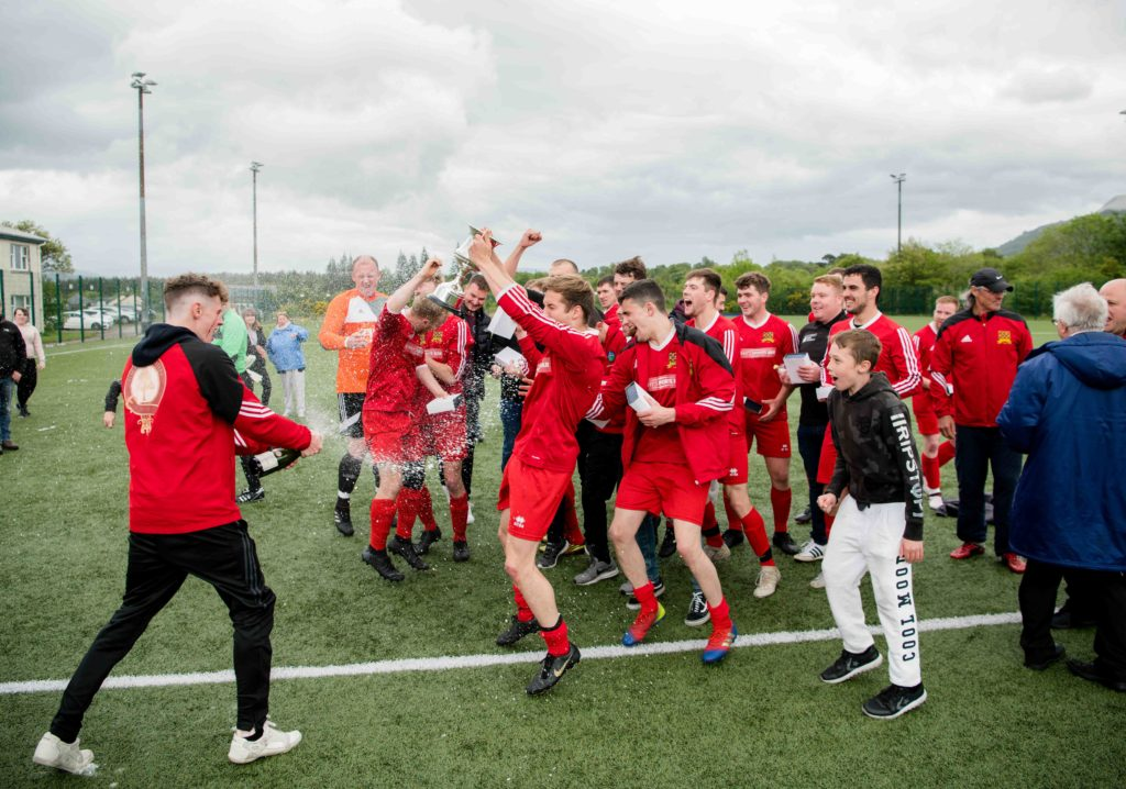 Jags players celebrate lifting the Division 2 trophy. Photograph: Abrightside Photography.NO F23 SLT title win 02