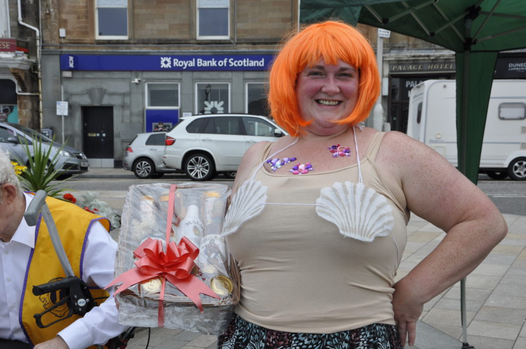 Nicola Wilson asks spectators to shell out money for the raffle. 15_T35_RaftRace01