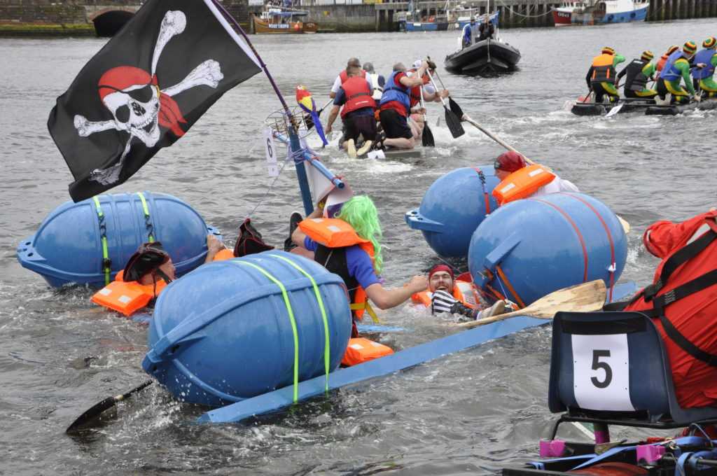The pirate ship crumbled as the race started. 15_T35_RaftRace05