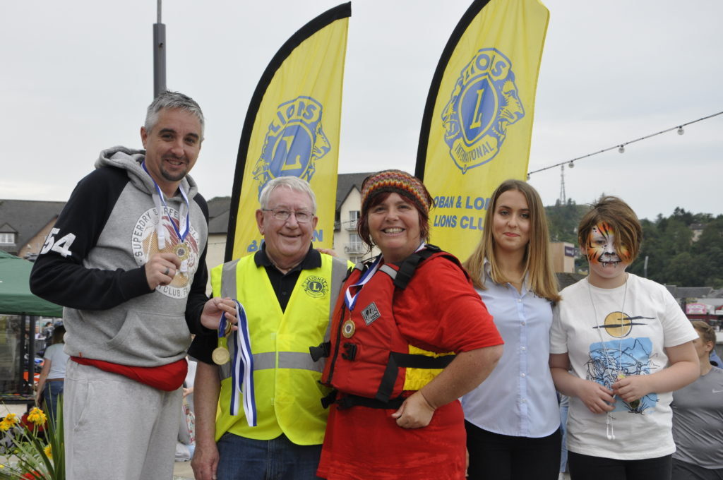 What remained of The Oban Times team, alongside Jim Edge from the Lions, and Julie Rostan and Katie Stewart from the George Street Fish and Chip Shop. 15_T35_RaftRace25