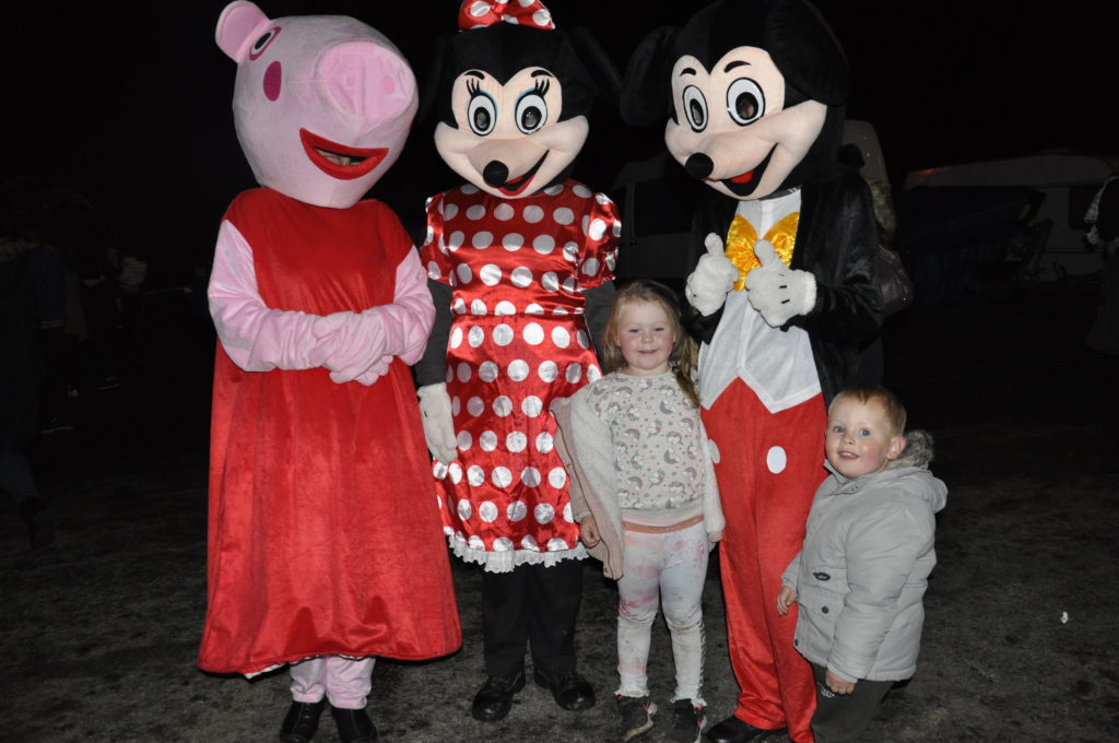 Rhuaridh and Kyra MacMillian with Peppa, Minnie, and Mickey. 17_t45_DunbegBonfire03