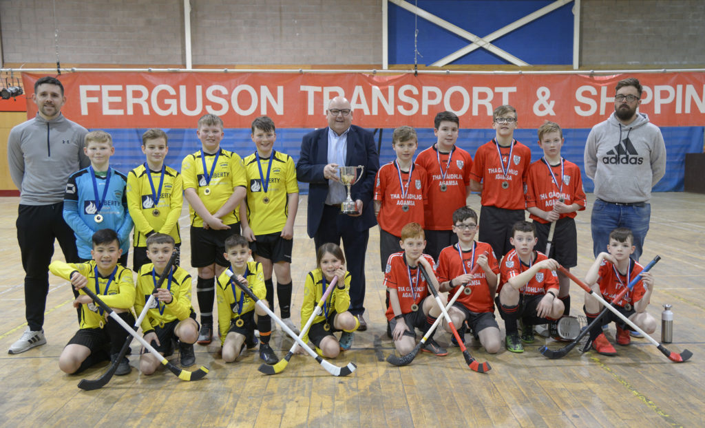 Alasdair Ferguson, centre, of Ferguson Transport & Shipping, with P7 and under winners Inverlochy, left, and runners-up Bun Sgoil Phort Righ. Photograph: Iain Ferguson, alba.photos