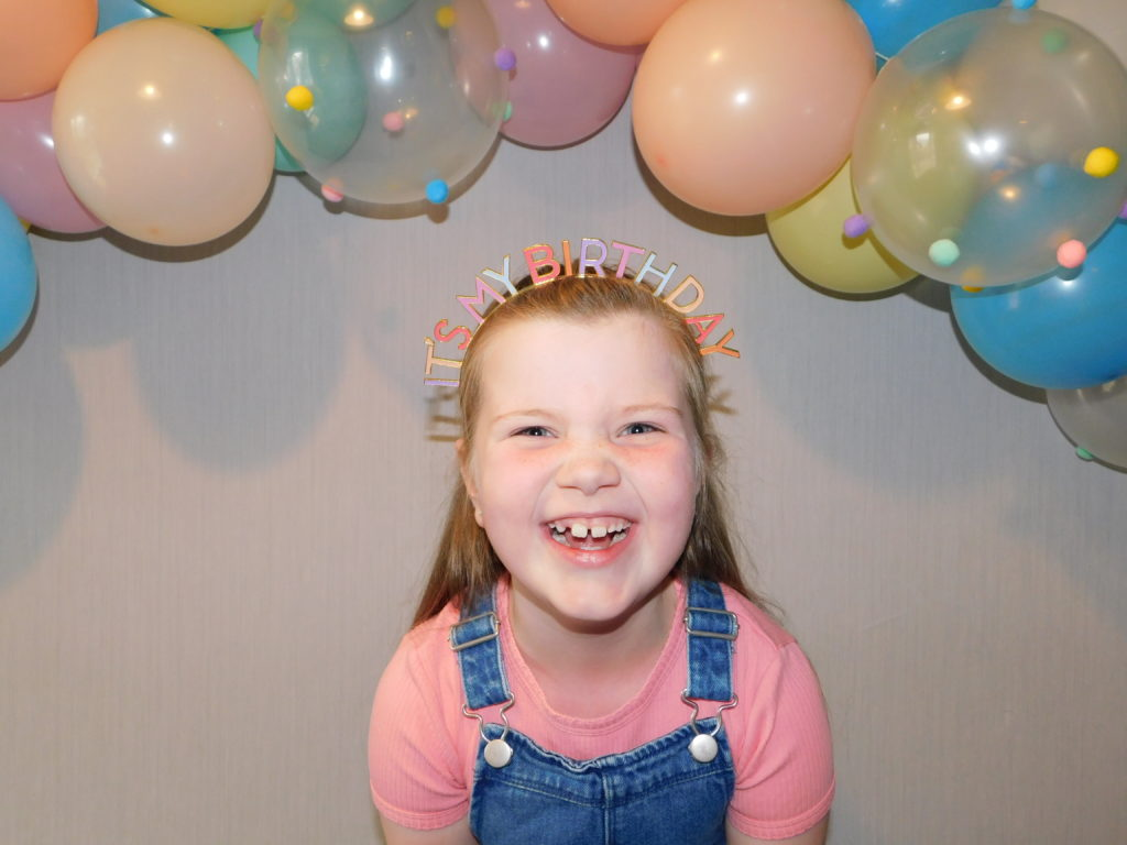 Maisie Neil from Caol enjoyed her 8th birthday in lockdown. To make her day extra special, her family decorated their cars with balloons and drove in convoy tooting their horns and playing Happy Birthday from their car windows outside her house. Lots of fun!