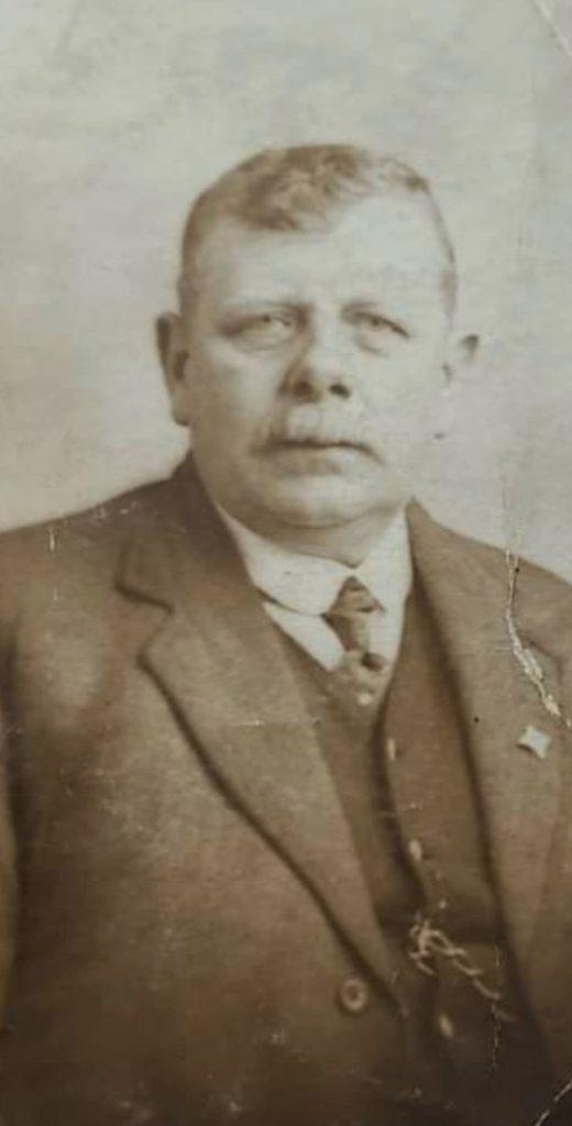Alexander McNab, born in Argyll in 1863.
