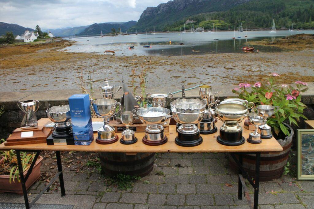 The silverware.