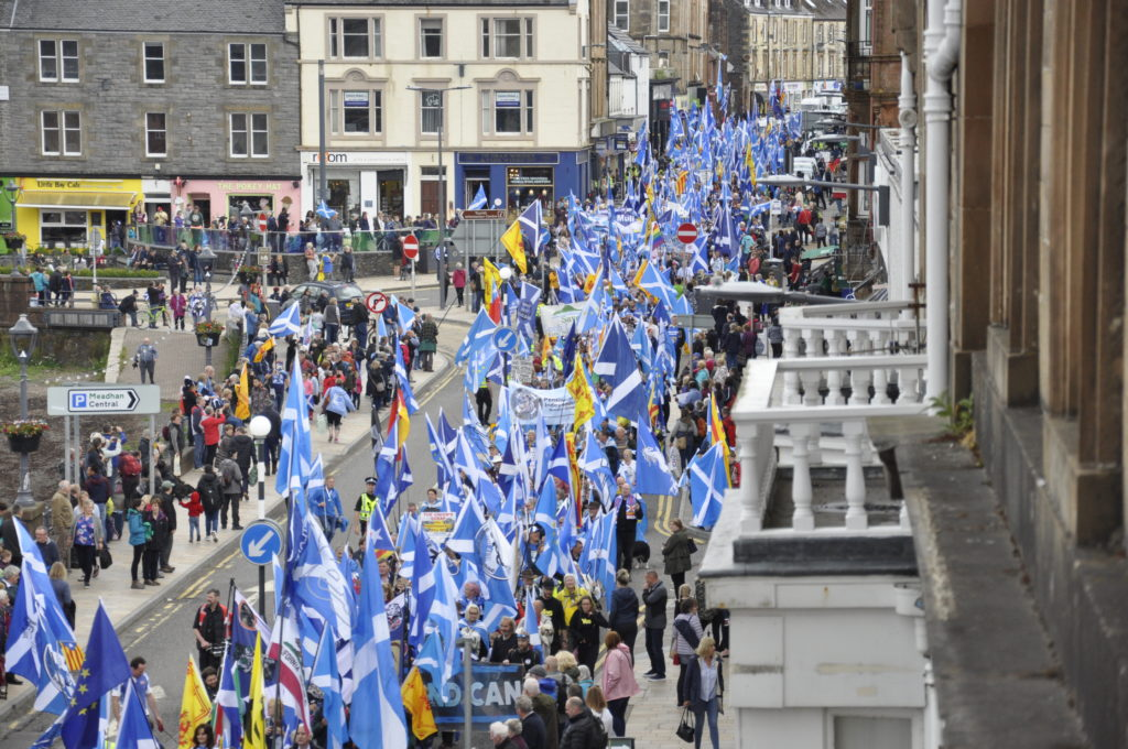 Thousands march for independence in Oban