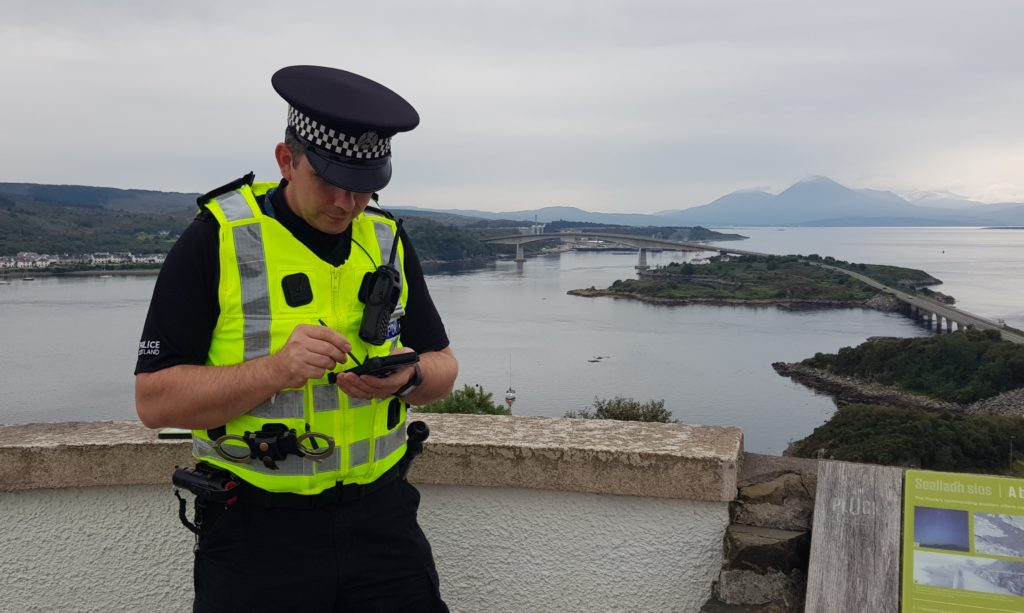 Highland police to be issued with mobile phones