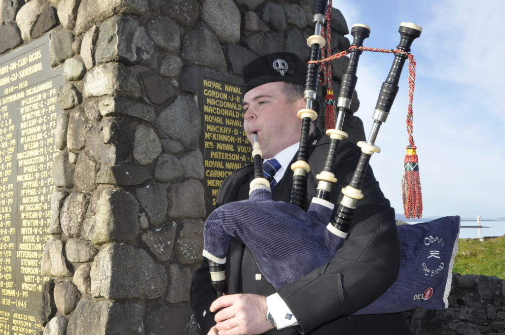 Piper plays Oban's respects