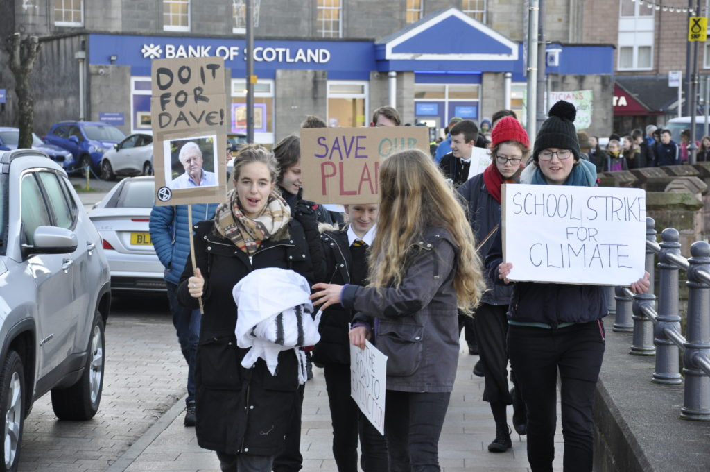 Pupils urge council to declare climate emergency