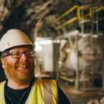 """Frankie Boyle meets one of the """"Tunnel Tigers"""" who helped build the Cruachan Power Station. NO_t07_FrankieBoyle01"""