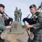 NO F25 ST VALERY PIPES COMMANDO MEMORIAL 01 PICTURE IAIN FERGUSON, THE WRITE IMAGE