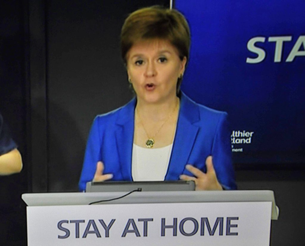 Plea for shoppers to start wearing face coverings – Sturgeon