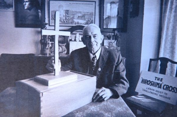 The late Bert Bissell photographed at his home. NO F33 Bert Bissell at home