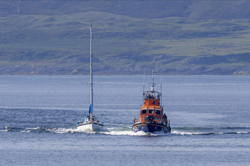 Oban lifeboat 'tow' the rescue
