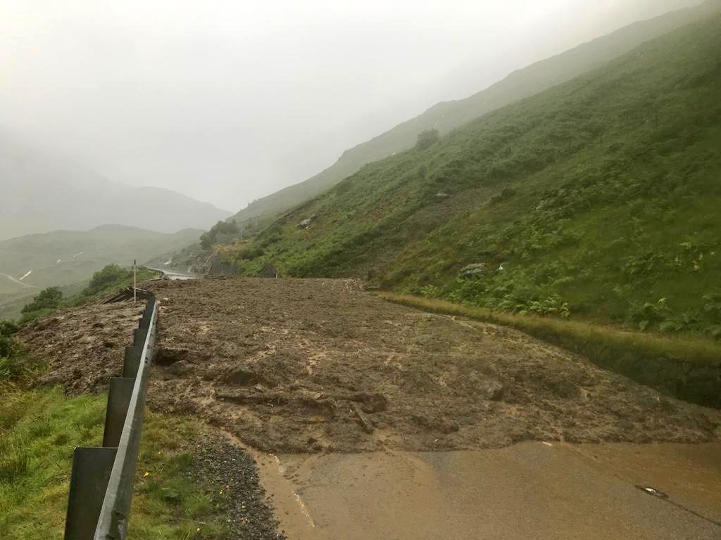 Fears of 'unprecedented landslide' sees OMR and A83 remain shut