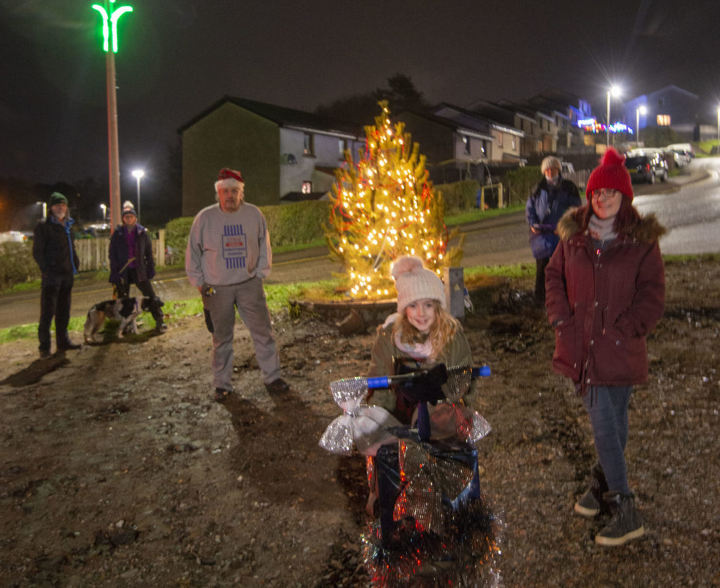 Ava Wallace pushes the plunger to switch on the Upper Achintore Regeneration Group Christmas lights. Photograph Iain Ferguson, alba.photos NO F50 Upper Achntore Light up