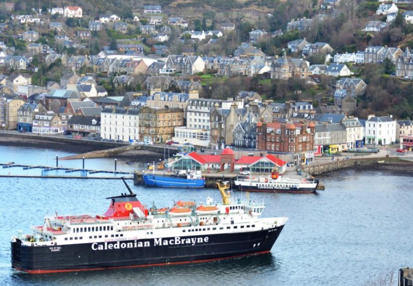 Call for 'urgent summit' as Mull ferry returns