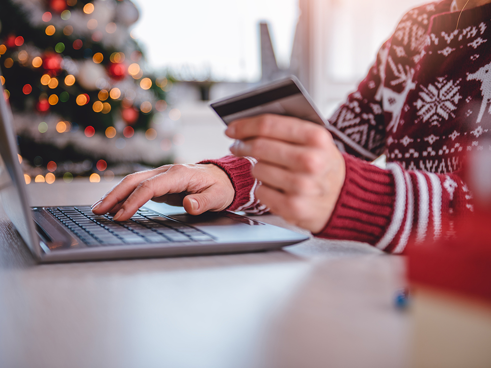 Paying by card and online often gives better benefits in money and savings