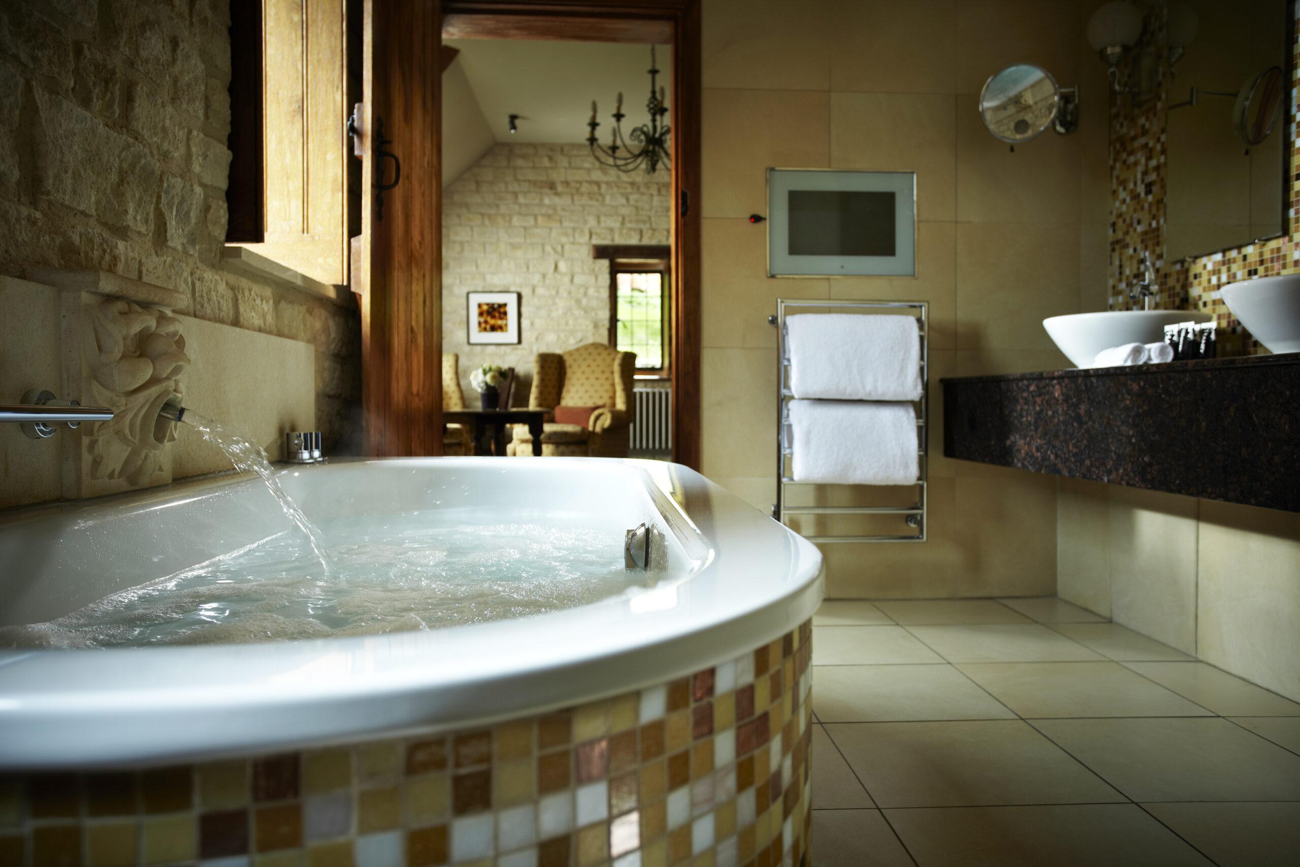 The Manor House Hotel Doolittle Suite Bathroom