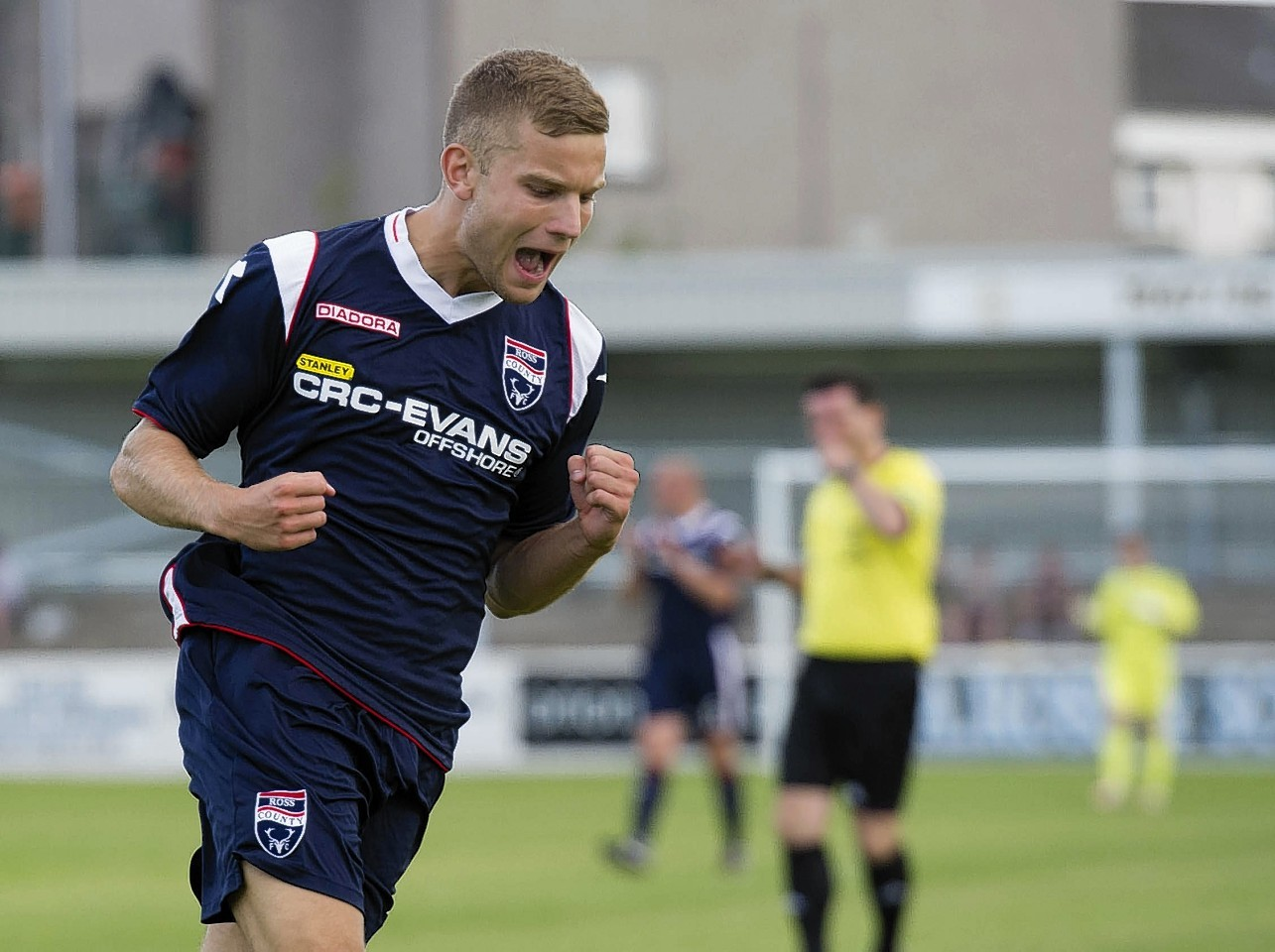 Former Ross County midfielder Alex Cooper is training with Falkirk