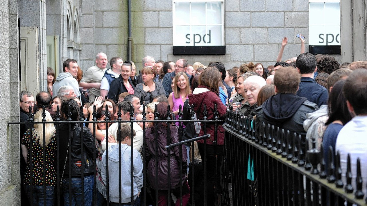Fans evacuated from Lily Allen gig