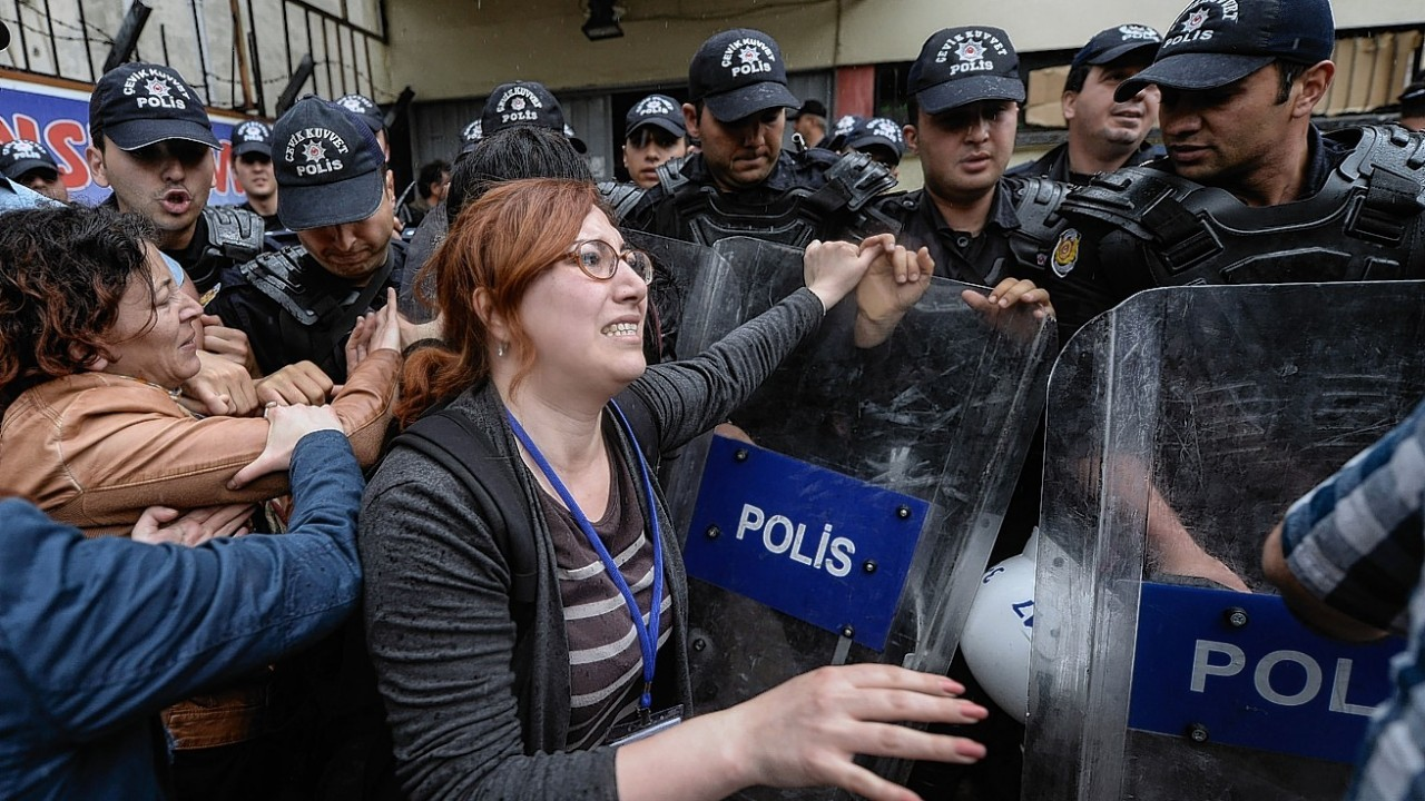 Turkish lawyers argue with riot police before being detained in Soma,