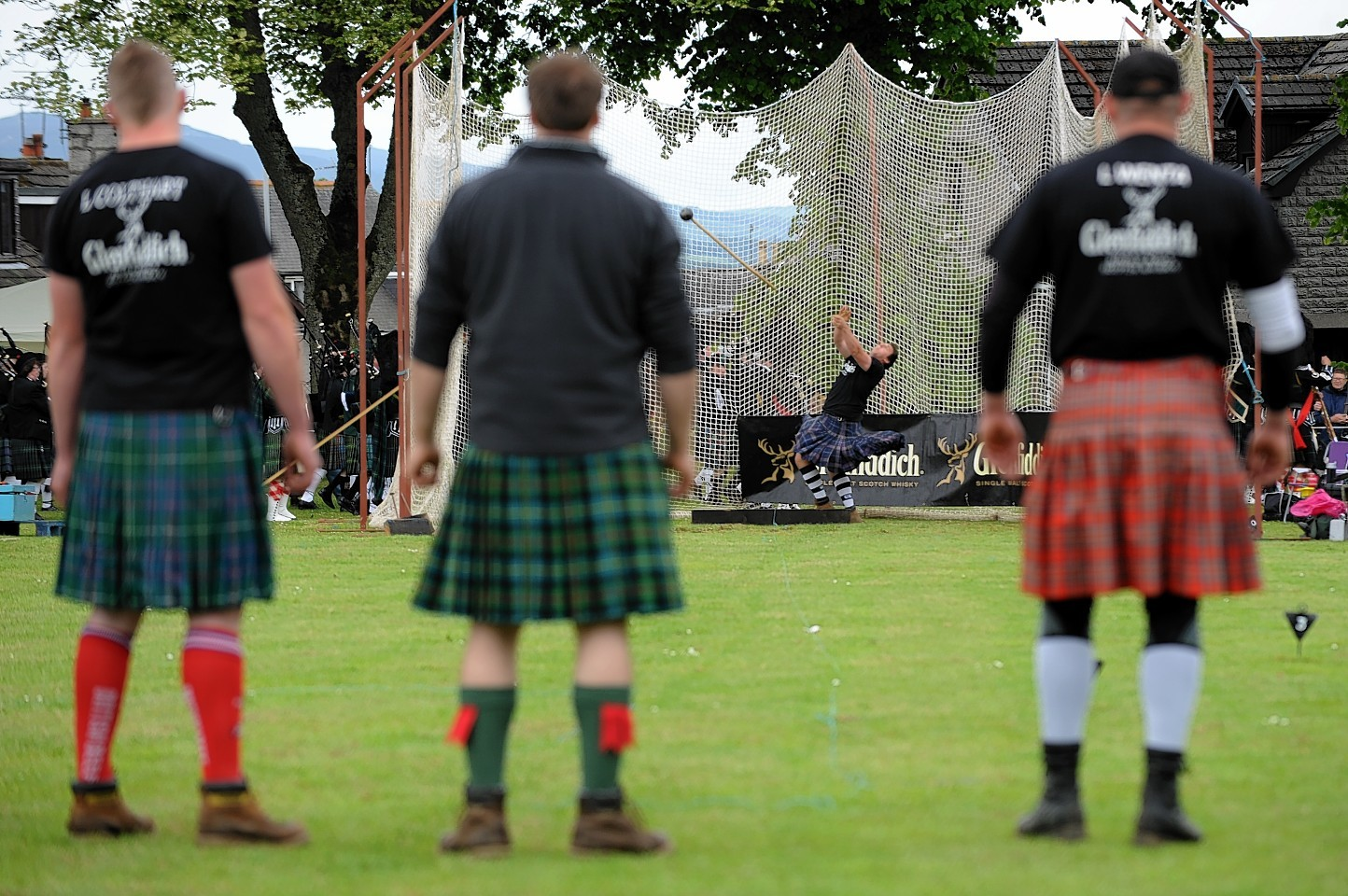 Heavies look on at last year's Oldmeldrum Games. Credit: Kenny Elrick.