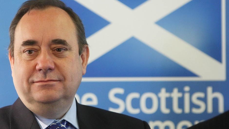 "Alex Salmond has urged Prime Minister David Cameron to investigate the source of  ""grossly misleading"" claims about set-up costs for a new state."