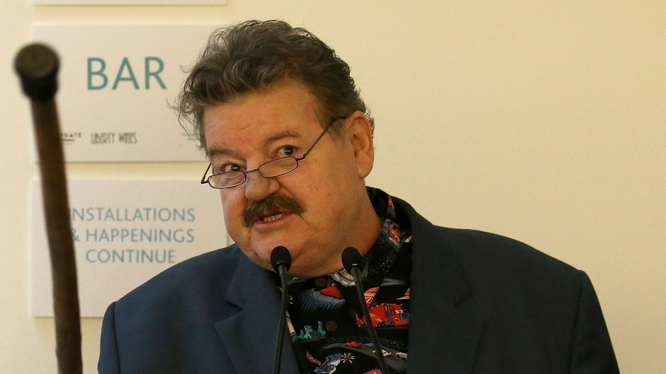 Robbie Coltrane took part in a theatre production organised by David MacLennan, who has died aged 65