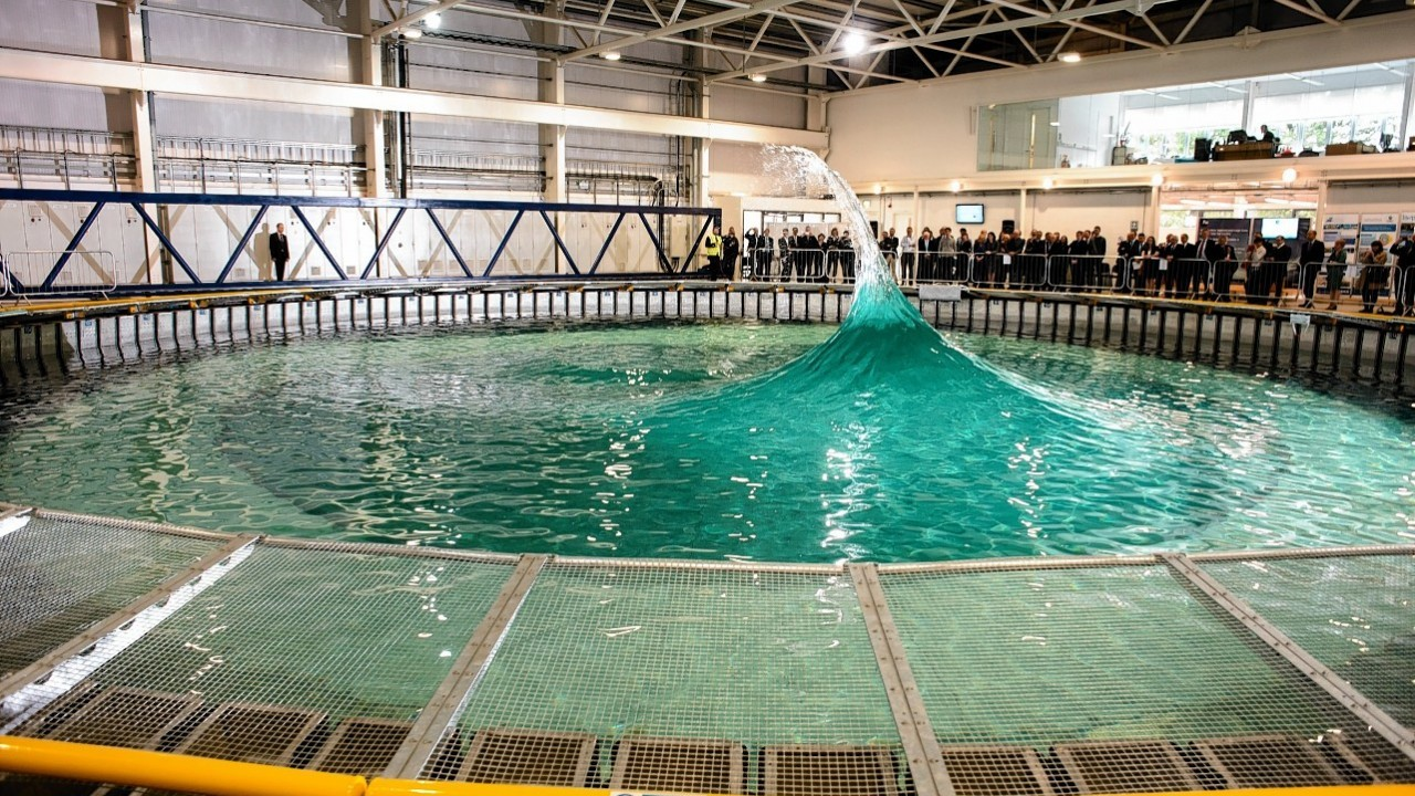 A new world-class large scale testing facility which simulates waves and currents for marine energy devices was yesterday officially opened at the University of Edinburgh's Kings Buildings