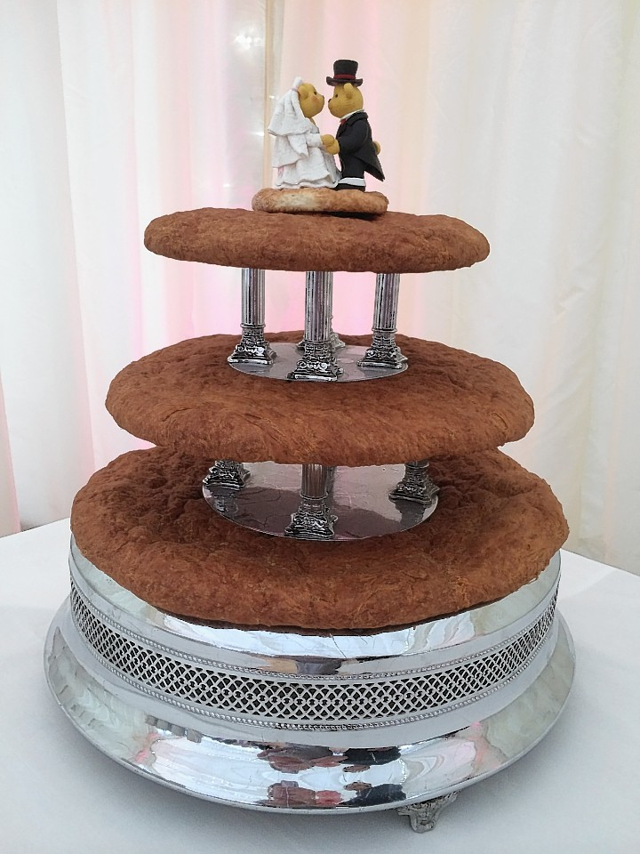 An Aberdeenshire couple recently had a buttery wedding cake at their wedding