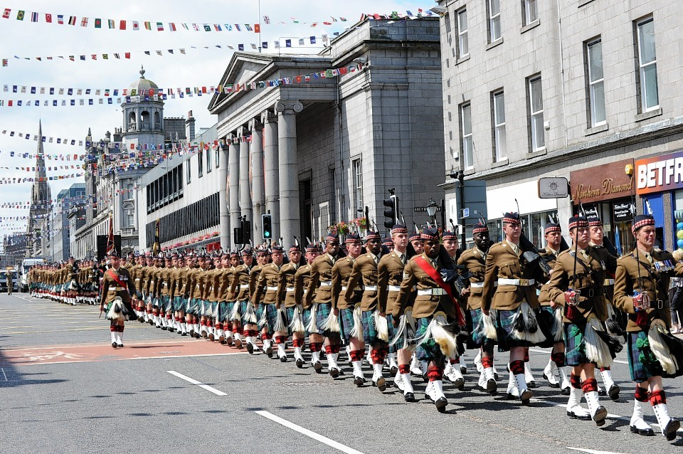 250 soldiers from the 4th Battalion march down Union Street to Castlegate