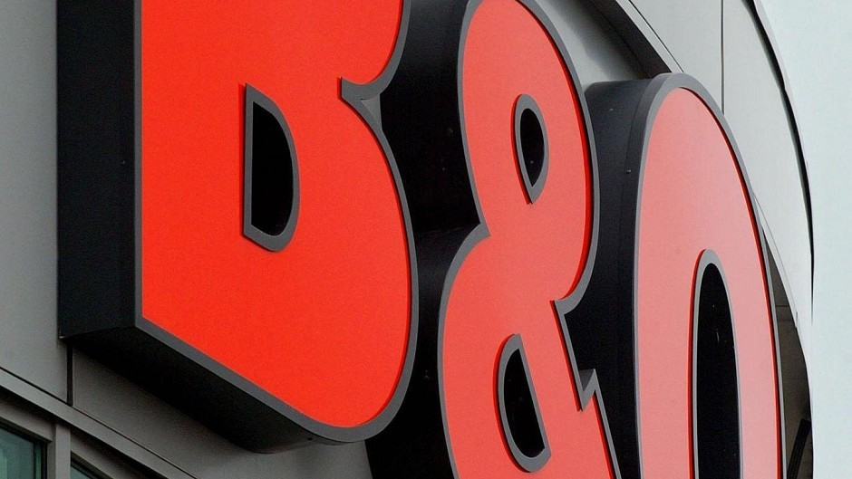 B&Q's like-for-like sales were 3.2% lower in the 10 weeks to July 12, owner Kingfisher said.