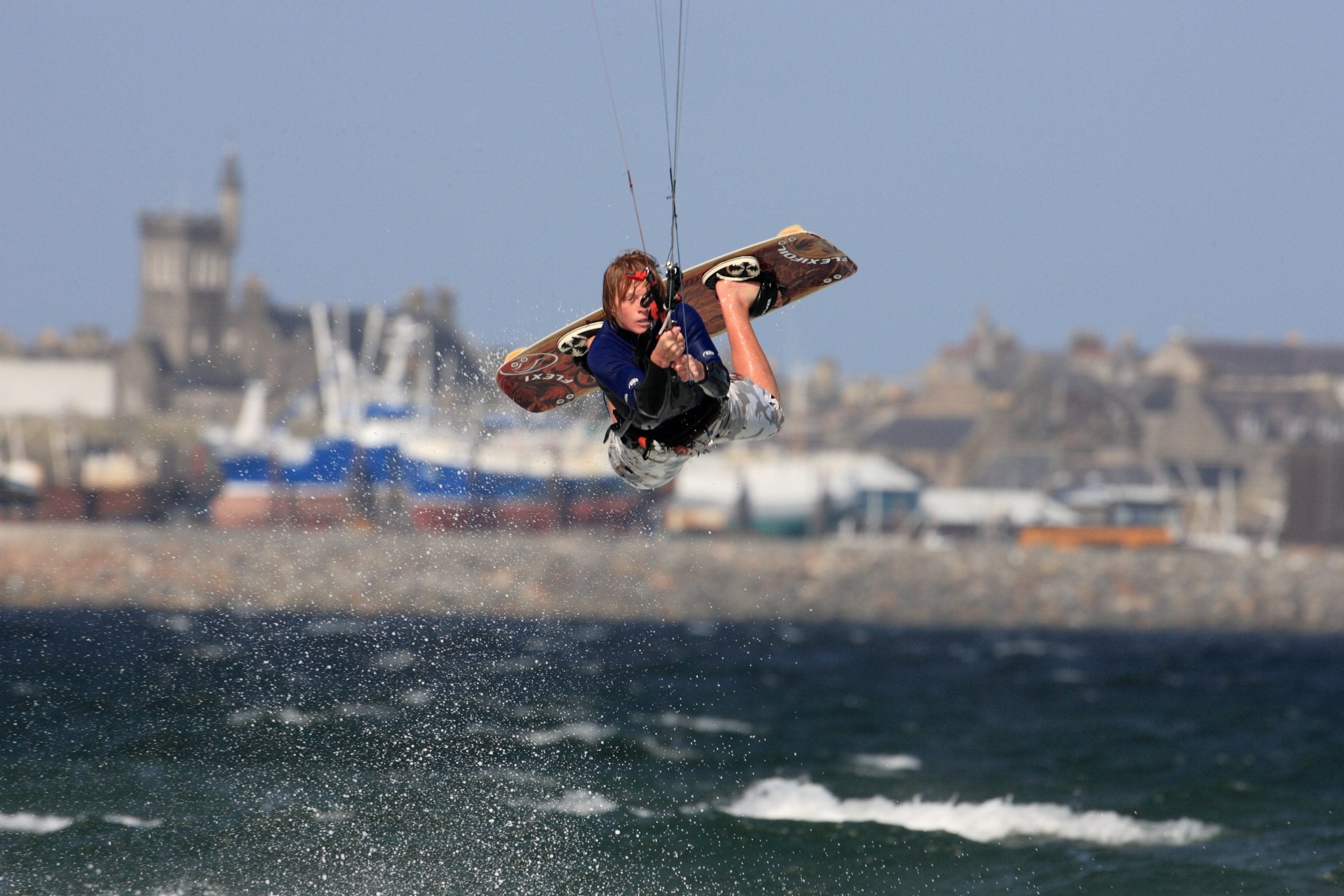 Kitesurfer Robin Snuggs see here competing at Fraserburgh beach. Picutre by Ian Edmondson /www.expix.co.uk