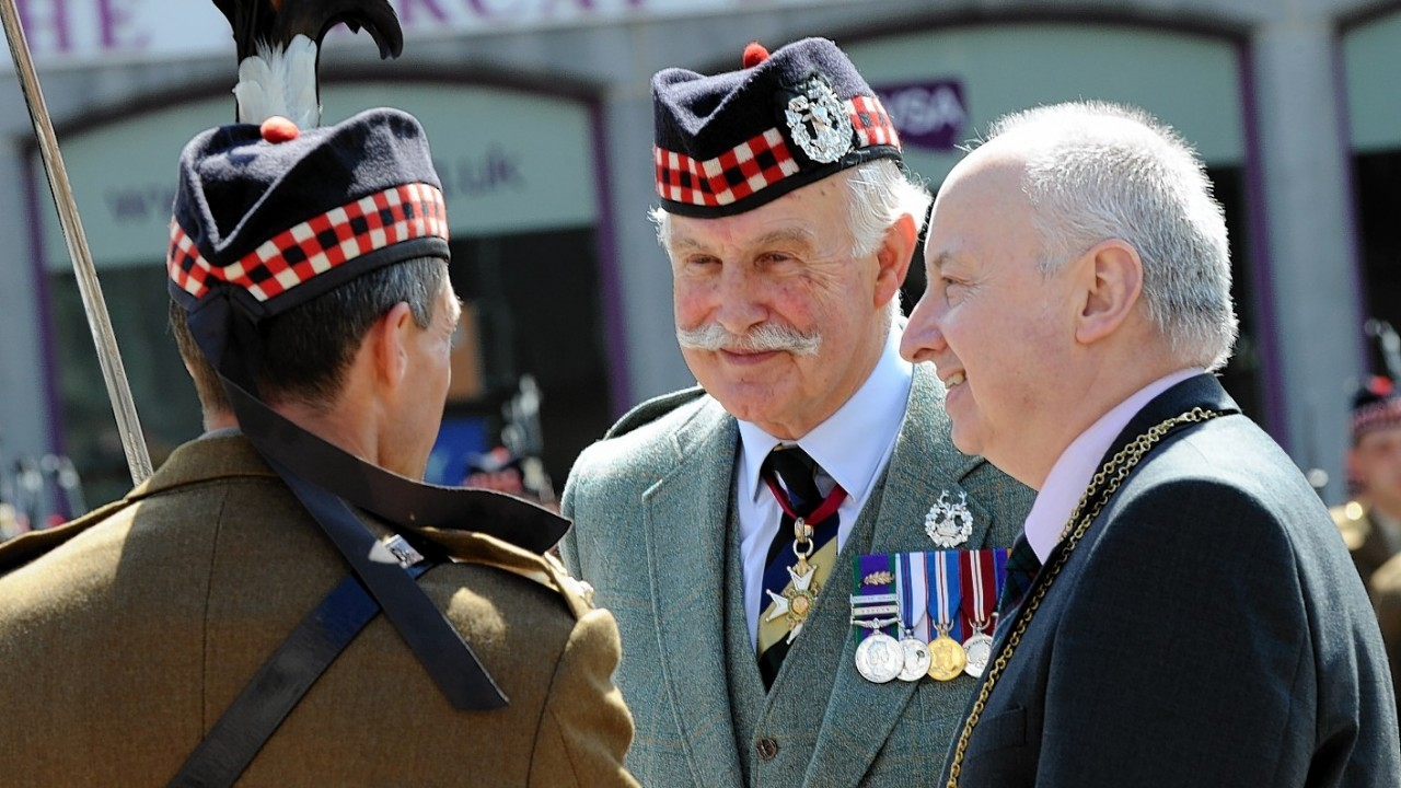 Lieutenant General Sir Peter Graham and Lord Provost George Adam take part in the ceremony
