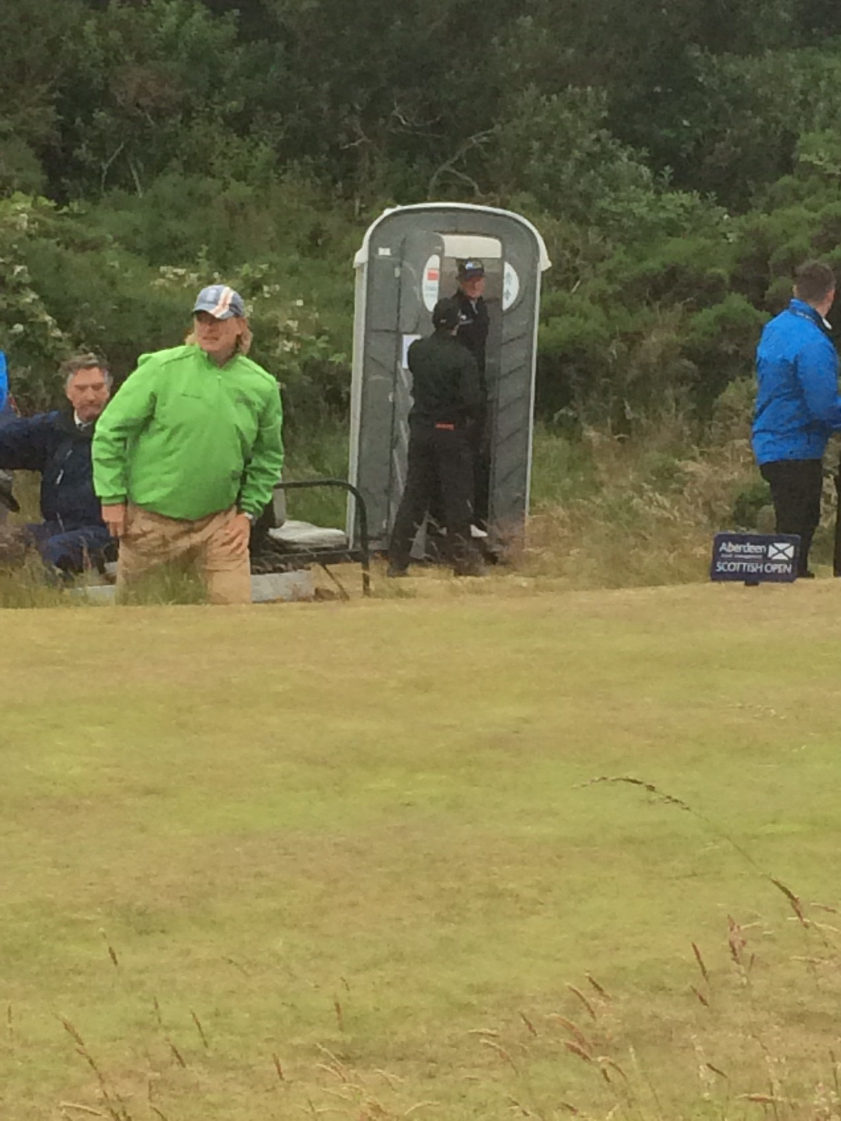 Rory McIlroy finally lets Robert Karlsson out of the toilet