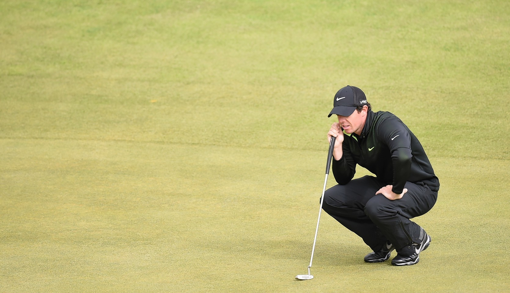 Northern Irish star Rory McIlroy weighs up a putt