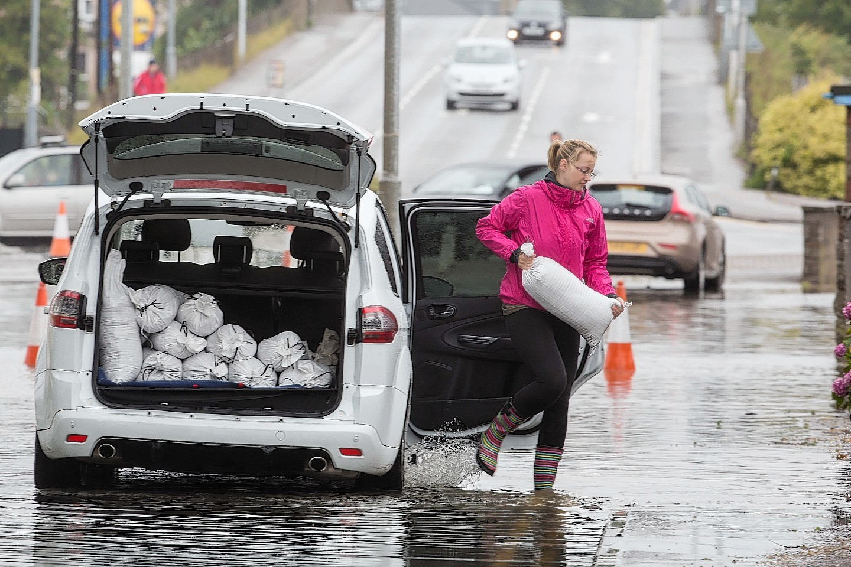 Flood bags being distributed in Elgin