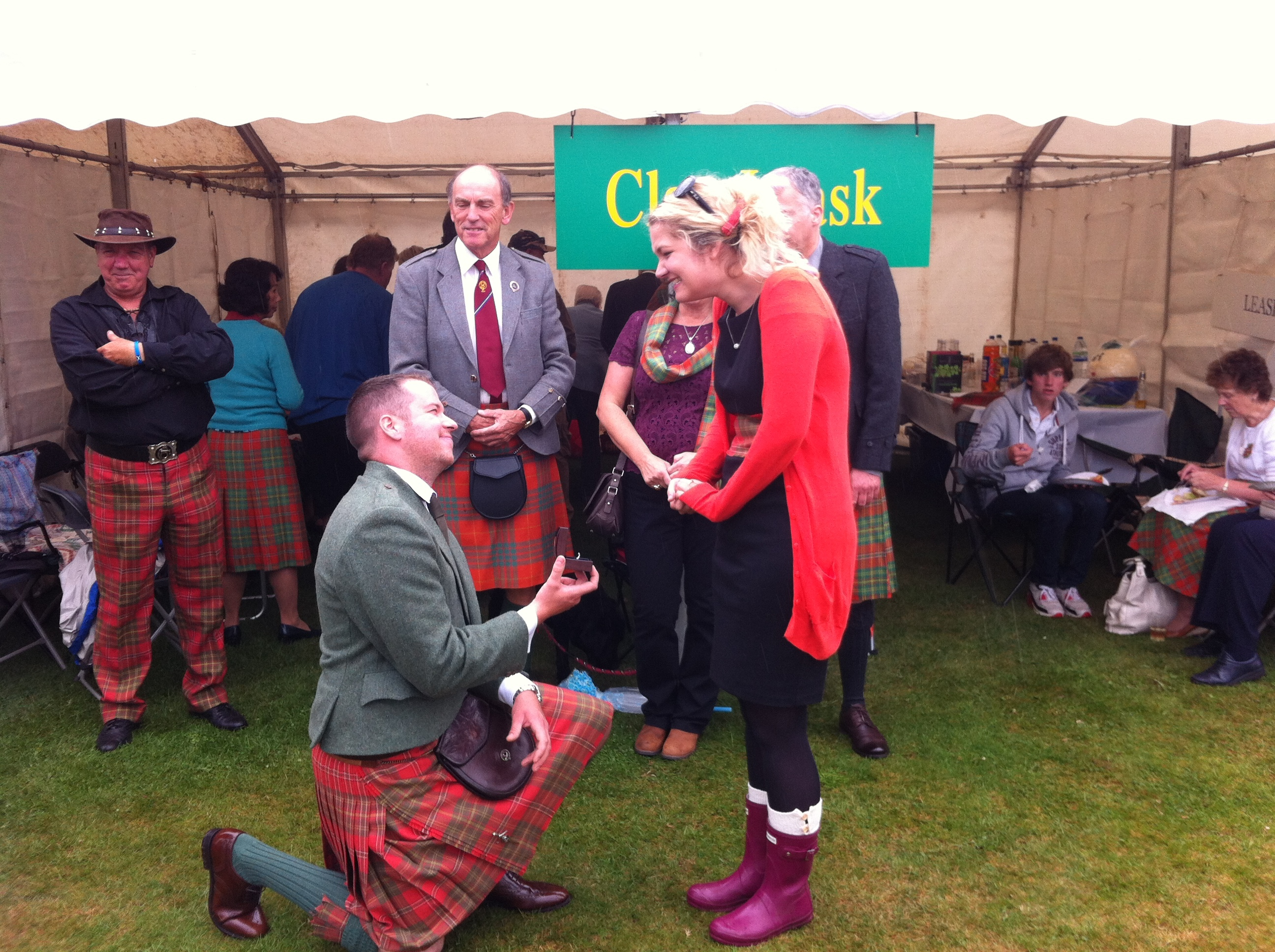 Sandy Leask proposes to girlfriend Fiona Miller at Aboyne Highland Games