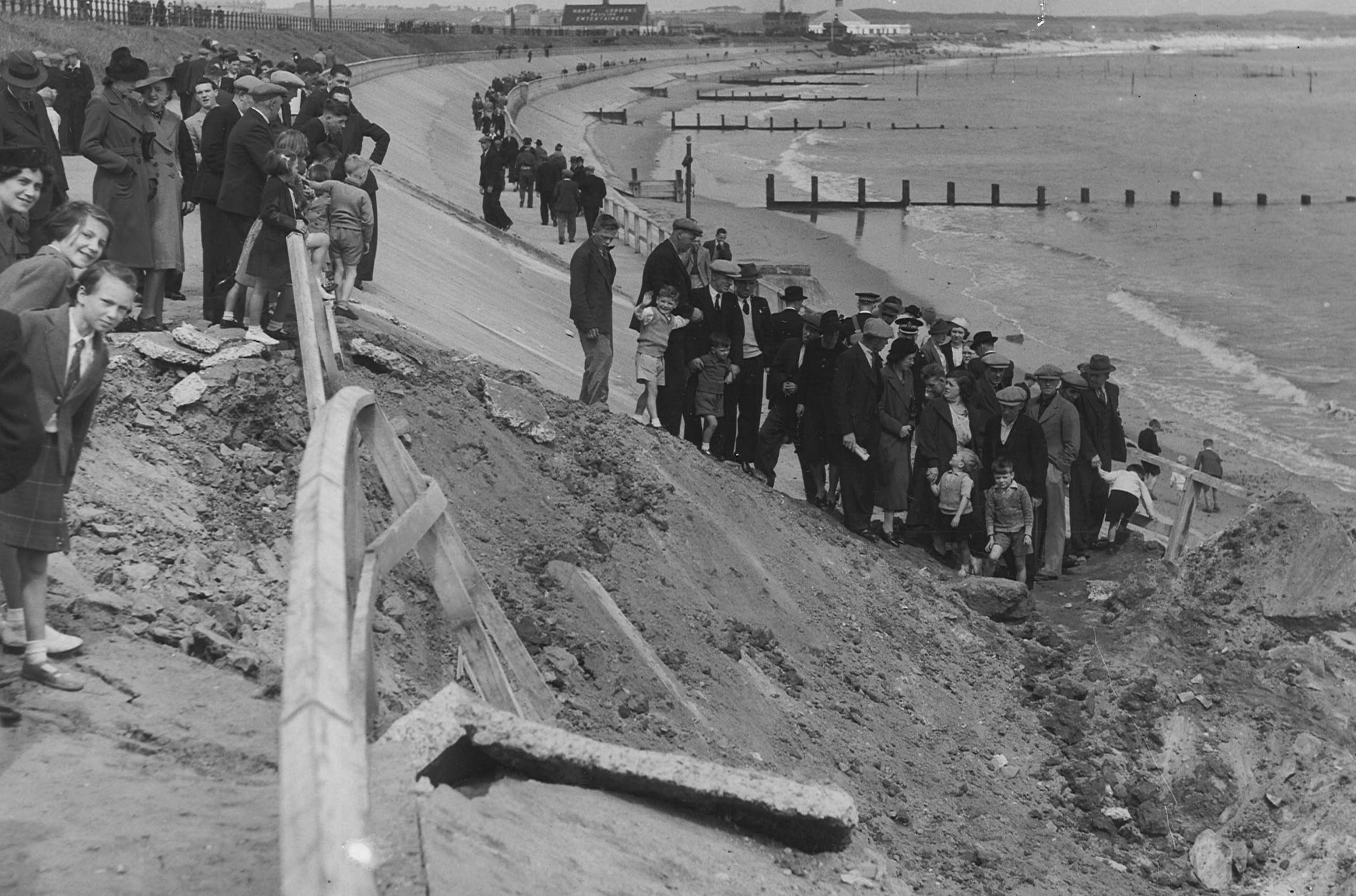 Bomb damage at Aberdeen Beach, 1 July 1941
